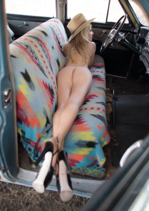 Model Throwdown Magazine – Issue 29