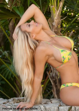 Swimsuit Usa Micromag – Kindly Myers – Issue 3